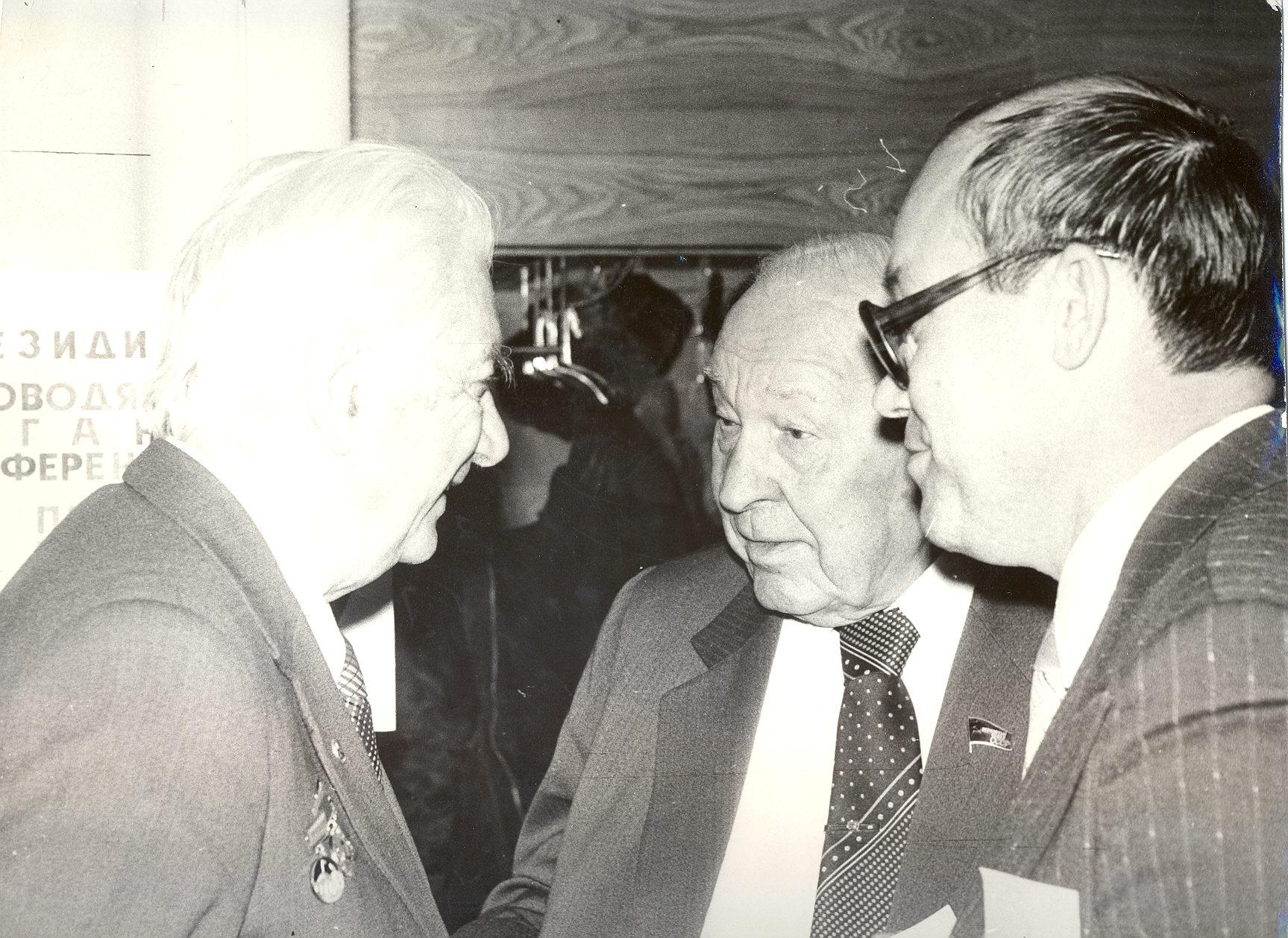 Справа - В.П. Насонов; в центре - Е.П. Славский