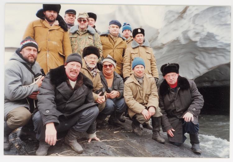 Л. И. Огнев (крайний справа) в группе испытателей ядерного заряда