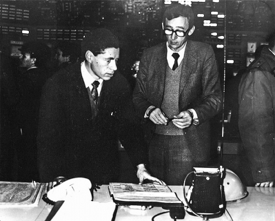 Б. А. Трофимов (справа) на рабочем месте